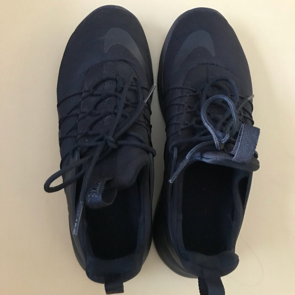 42ca47966780 Nike Shoes - Solid black nike t-shoes